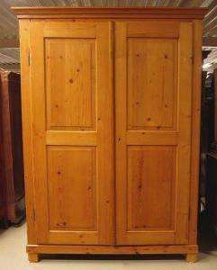 Restaurierter Jugendstil Wäsche- Kleiderschrank aus Weichholz Antik Kolosseum