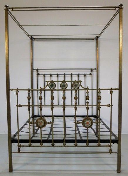 Jugendstil Himmelbett aus Messing mit Perlmuteinalgen um 1900 Antik Kolosseum