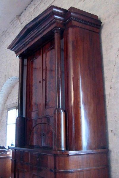 biedermeier mahagoni kabinett schrank mit profilierten. Black Bedroom Furniture Sets. Home Design Ideas