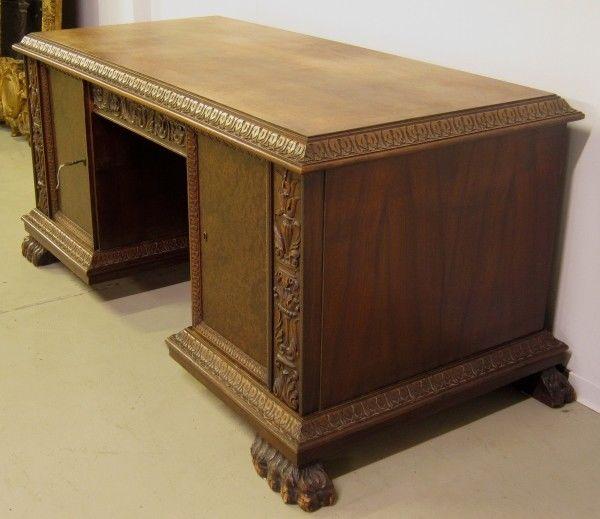 Restaurierter Nussbaum Neorenaissane Schreibtisch mit LöwentatzenAntik Kolosseum 3