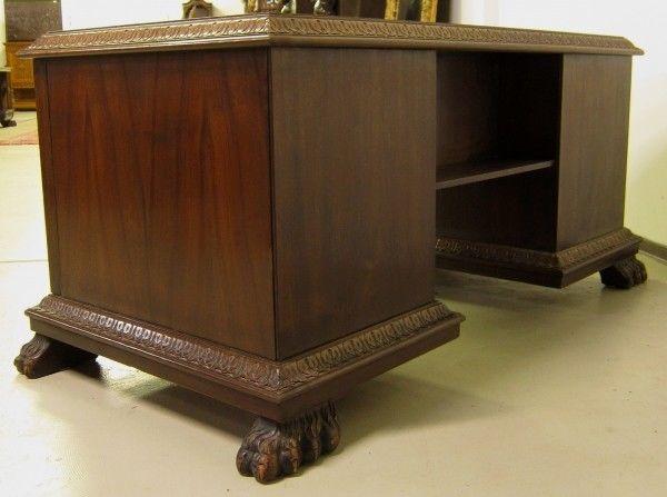 Restaurierter Nussbaum Neorenaissane Schreibtisch mit LöwentatzenAntik Kolosseum 4