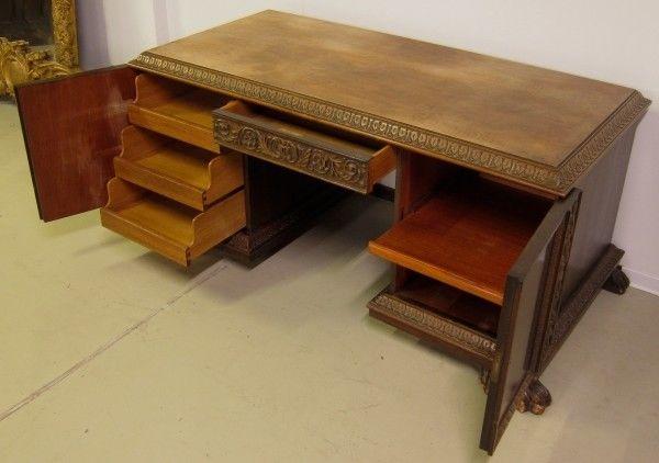 Restaurierter Nussbaum Neorenaissane Schreibtisch mit LöwentatzenAntik Kolosseum 5