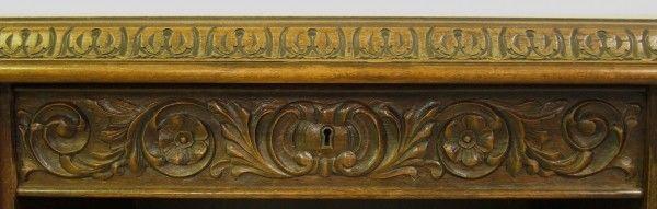 Restaurierter Nussbaum Neorenaissane Schreibtisch mit LöwentatzenAntik Kolosseum 7