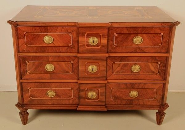 elegante restaurierte barock kommode mit intarsien um 1750 antik kolosseum nr 272784077071. Black Bedroom Furniture Sets. Home Design Ideas