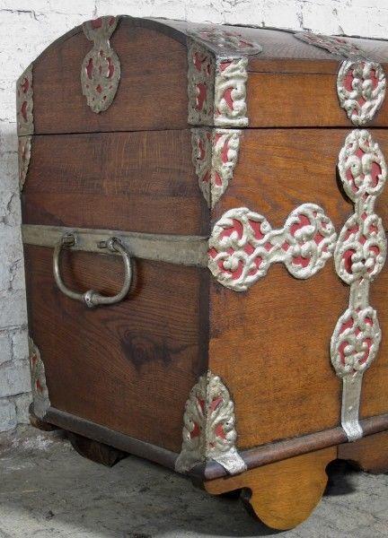 Schöne Eichen- Truhe mit Runddeckel und riesigen Beschlägen Antik Kolosseum 4