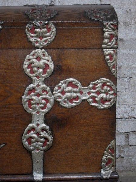 Schöne Eichen- Truhe mit Runddeckel und riesigen Beschlägen Antik Kolosseum 7