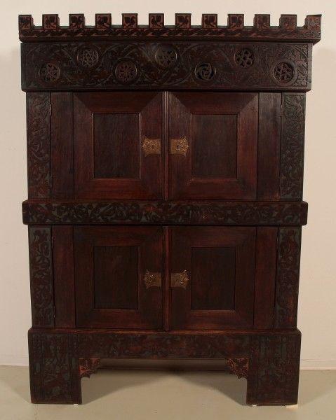 Seltener Neogotischer Kabinettschrank aus Eiche um 1880 Antik Kolosseum