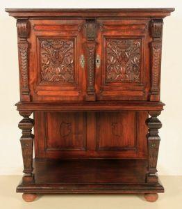 Seltener Gründerzeit Kabinettschrank aus gebeiztem Weichholz Antik Kolosseum