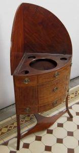 Seltener Englischer Victorian Eck- Waschtisch aus Mahagoni Antik Kolosseum