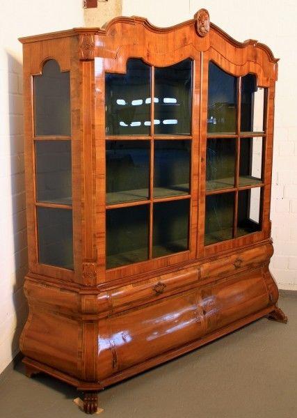 gro e bombierte neobarock vitrine aus nussbaum gefertigt um 1920 antik kolosseum nr. Black Bedroom Furniture Sets. Home Design Ideas