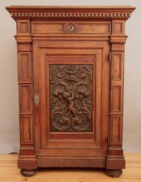 Zauberhafter kleiner Gründerzeit Kabinettschrank aus Nussbaum Antik Kolosseum