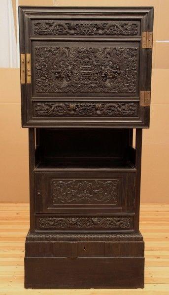 Chinesischer Kabinettschrank mit sensationellen Schnitzereien Antik Kolosseum