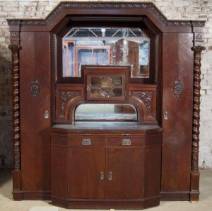 Großes Buffet aus dem Danziger Barock mit riesigen Zopfsäulen Antik Kolosseum