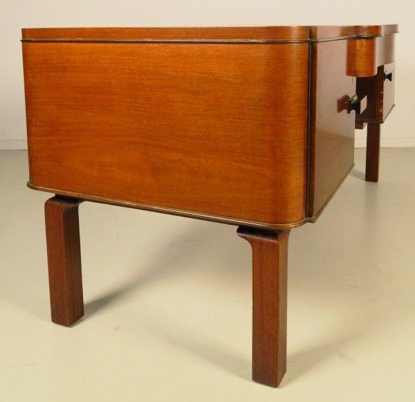 eleganter bauhaus art deco schreibtisch gefertigt um. Black Bedroom Furniture Sets. Home Design Ideas