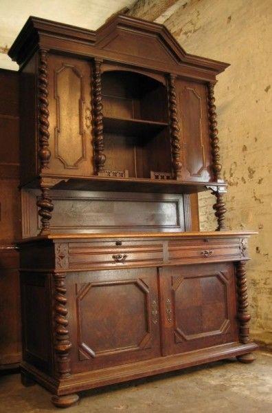 Eiche Buffet aus dem Danziger Barock mit gedrechselten ZopfsäulenAntik Kolosseum