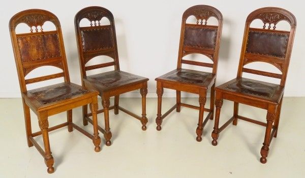 Vier Jugendstil Stühle aus Eiche mit gedrechselten Säulen Antik Kolosseum