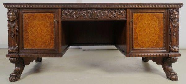 Feiner Neorenaissance Schreibtisch mit geschnitzten Köpfen Antik Kolosseum