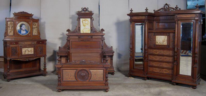 Kaiserliches Gründerzeit Schlafzimmer Nussbaum mit Medallions Antik Kolosseum