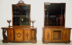 Zwei wunderschöne Neorenaissance Buffets mit Spiegelaufsatz Antik Kolosseum
