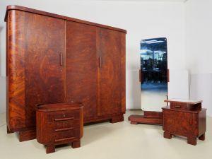 Vierteiliges Art Deco Schlafzimmer aus Nussbaum Antik Kolosseum