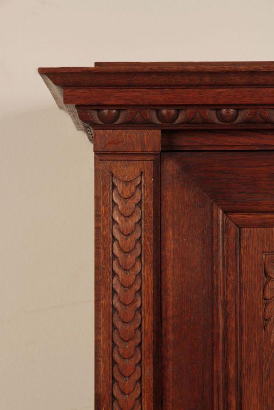 Schöner eintüriger Gründerzeit Besenschrank mit Engelsputte Antik Kolosseum 3