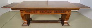 Einzigartiger Schreibtisch mit Auszugsplatten und Intarsien Antik Kolosseum