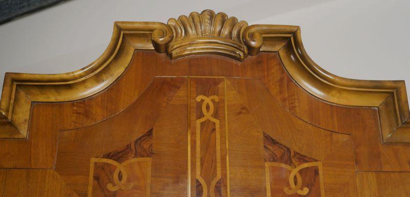 Heller Neobarock Stil Kabinettschrank aus Nussbaum Antik Kolosseum 3