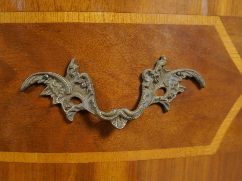 Heller Neobarock Stil Kabinettschrank aus Nussbaum Antik Kolosseum 5