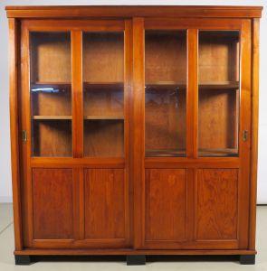 Bücherschrank / Vitrine mit zwei Glasschiebetüren um 1910 Antik Kolosseum