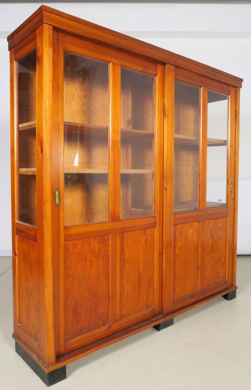 Bücherschrank / Vitrine mit zwei Glasschiebetüren um 1910 Antik Kolosseum 1