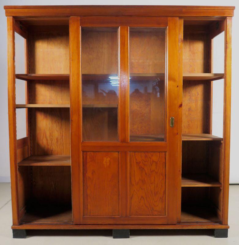 Bücherschrank / Vitrine mit zwei Glasschiebetüren um 1910 Antik Kolosseum 2