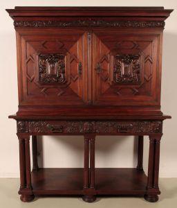 Eleganter Eiche Kabinettschrank aus dem Historismus Antik Kolosseum