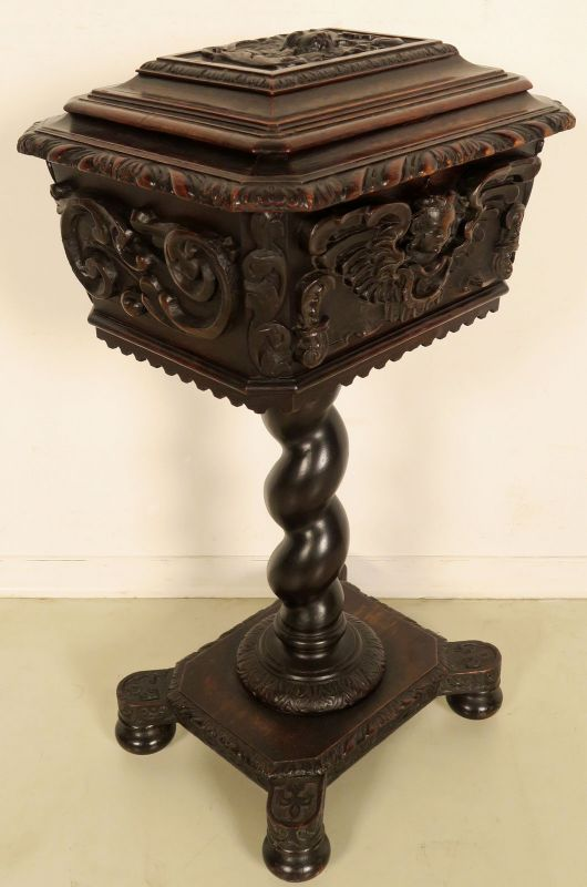 Handarbeitstischchen / Nähtisch mit geflügelten Engelsköpfen Antik Kolosseum
