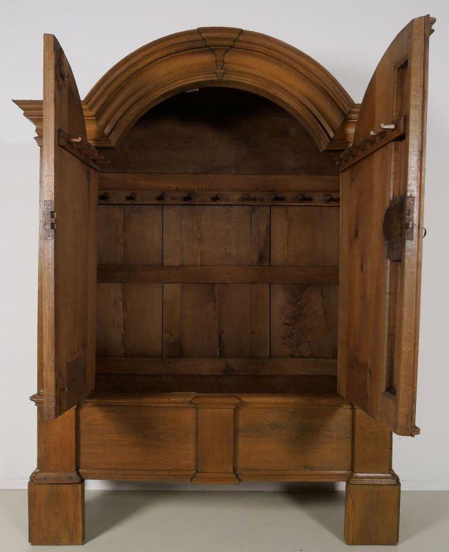 Restaurierter original Barock Kleiderschrank mit Rundbogen Antik Kolosseum 4