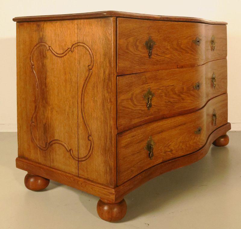 sch ne restaurierte barock kommode aus eiche antik kolosseum. Black Bedroom Furniture Sets. Home Design Ideas