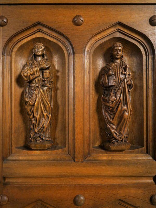 Original Apostelschrank mit zwölf figürlichen Darstellungen Antik Kolosseum 11