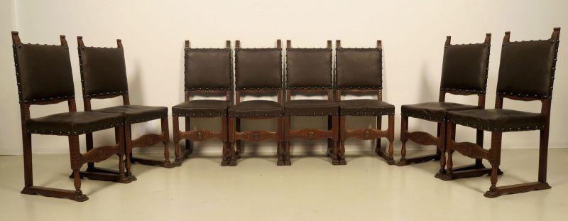 Acht figürliche Neorenaissance Stühle aus Nussbaum Antik Kolosseum