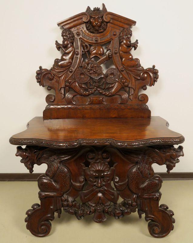 Geschnitzte Historismus Sitzbank gefertigt um 1880 aus Nussbaum Antik Kolosseum