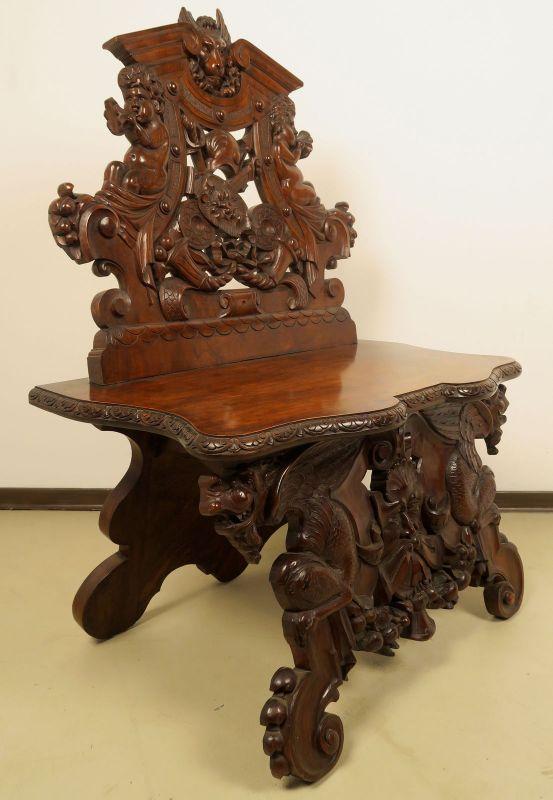 Geschnitzte Historismus Sitzbank gefertigt um 1880 aus Nussbaum Antik Kolosseum 1