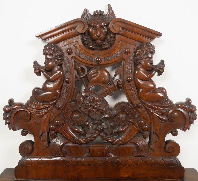 Geschnitzte Historismus Sitzbank gefertigt um 1880 aus Nussbaum Antik Kolosseum 4