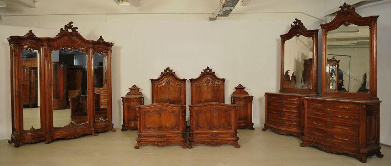 Monumentales siebenteiliges Prunk Schlafzimmer im Rokoko Stil Antik Kolosseum