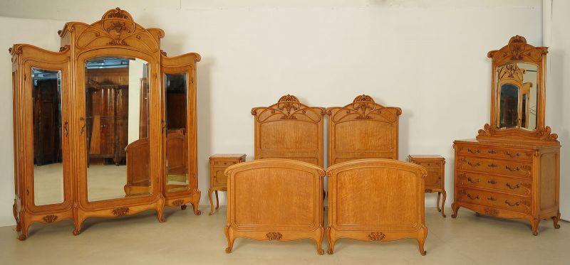 Elegantes sechsteiliges Jugendstil Schlafzimmer aus Ahorn Antik ...