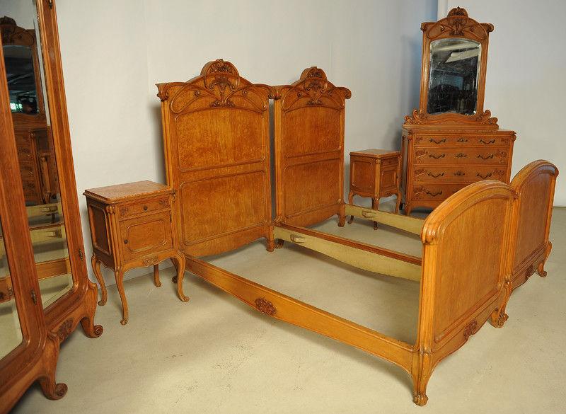 Elegantes Sechsteiliges Jugendstil Schlafzimmer Aus Ahorn Antik