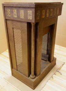 Einzigartiger Art Deco Kamin aus Metal mit Spielkartenmotiven Antik Kolosseum