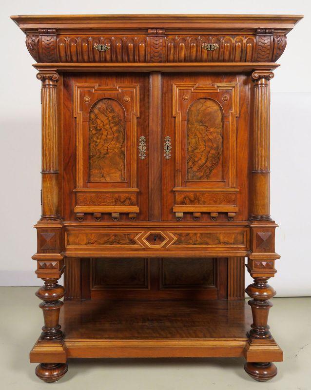 Wunderschöner Gründerzeit Kabinettschrank aus Nussbaum Antik Kolosseum