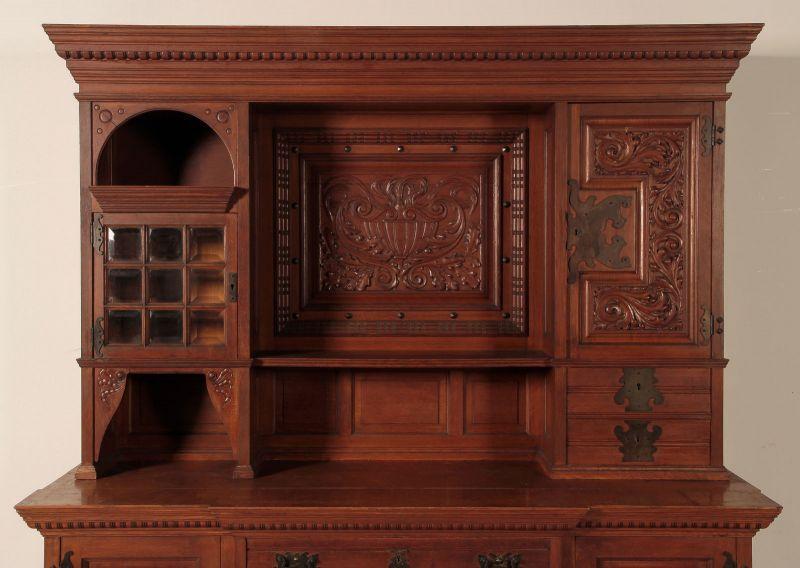 Neogotik Buffet mit wunderschönen Beschlägen Antik Kolosseum 3