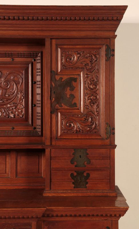 Neogotik Buffet mit wunderschönen Beschlägen Antik Kolosseum 5