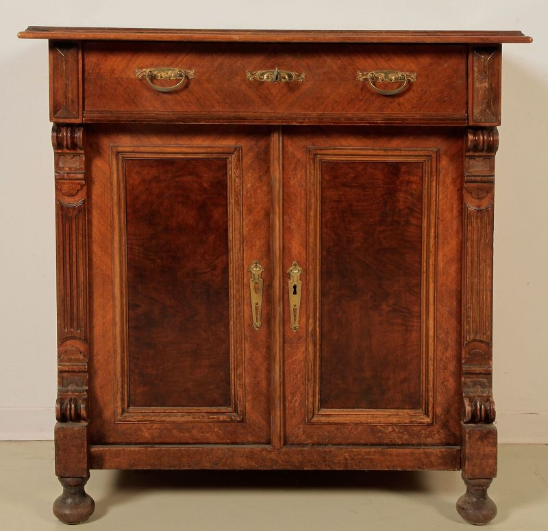 Gründerzeit Halbschrank gefertigt um 1900 aus Nussbaum Antik Kolosseum