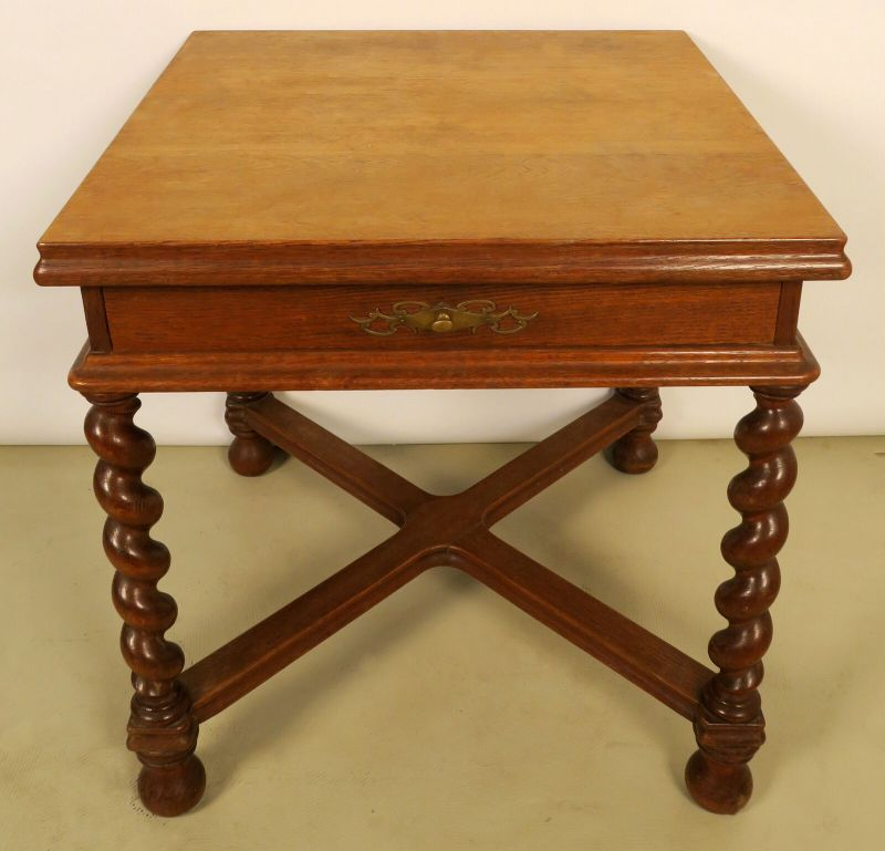 Kleiner esstisch mit schublade aus dem danziger barock for Kleiner tisch mit schublade