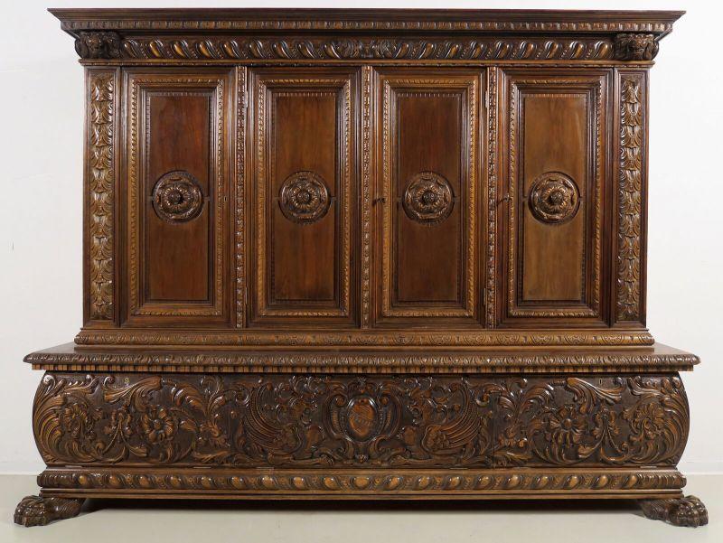 Großer Neorenaissance Bücherschrank mit vier Türen Antik Kolosseum